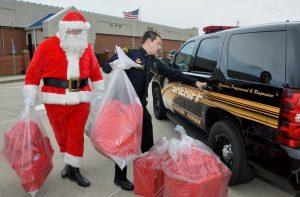 5.Deputy & Santa Loading