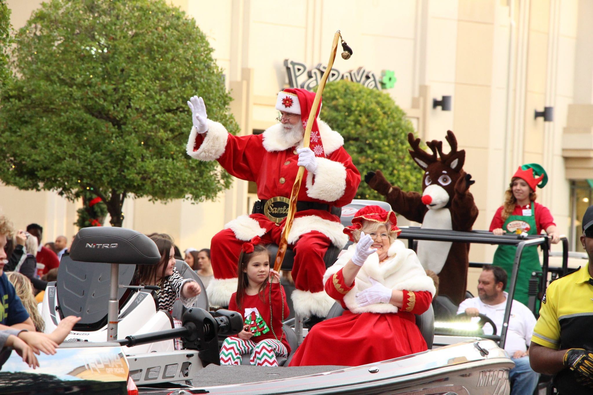 Gallery: Bass Pro Shops Christmas Parade 2015 - Bossier Press-Tribune